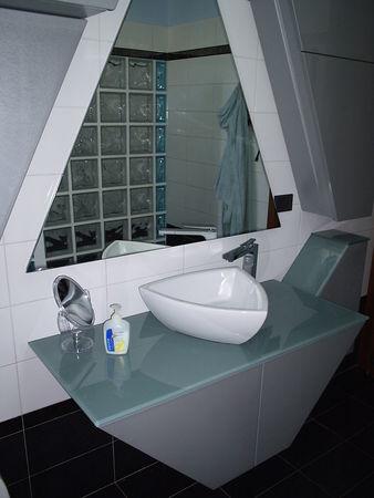 Bagno moderno con lavandino d appoggio mobilificio fratelli camisasca - Lavandino bagno moderno ...